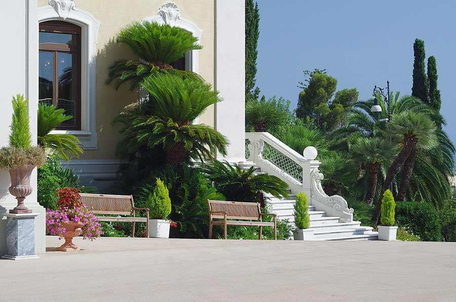 Villa Margherita e il cortile, Bordighera